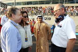 Jean Todt, FIA President en Michelle Yeoh, op de grid