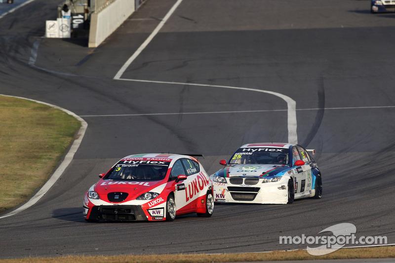 Gabriele Tarquini, SEAT Leon WTCC, Lukoil Racing Team en Mehdi Bennani, BMW 320 TC, Proteam Racing