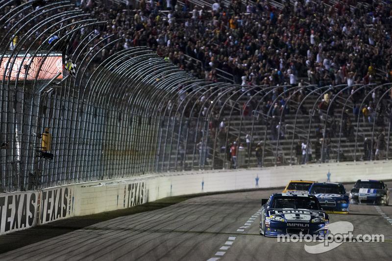 Jimmie Johnson, Hendrick Motorsports Chevrolet pakt overwinning