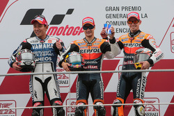 Podium: ganador, Dani Pedrosa, Repsol Honda Team, segundo, Katsuyuki Nakasuga, Yamaha Factory Racing, tercero, Casey Stoner, Repsol Honda Team
