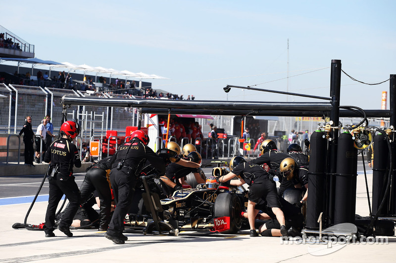 Romain Grosjean, Lotus F1 pitstop
