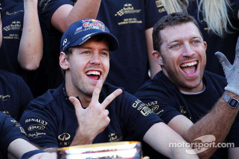 Sebastian Vettel, Red Bull Racing viert wereldtitel constructeurs met team
