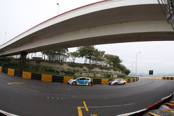 Pepe Oriola, SEAT Leon WTCC, Tuenti Racing Team and Tiago Monteiro, Honda Civic Super 2000 TC, Honda Racing Team Jas