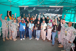 Ryan Newman, Stewart-Haas Racing Chevrolet poses with members of U.S. Army