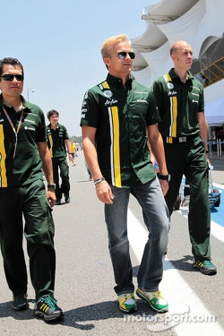Heikki Kovalainen, Caterham walks the Interlagos circuit