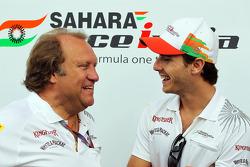 Lotus F1 Team Bob Fernley, Sahara Force India F1 Team Deputy Team Principal met Jules Bianchi, Sahara Force India F1 Team derde rijder