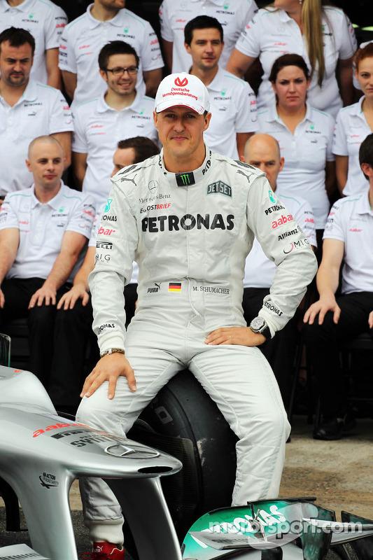 Michael Schumacher, Mercedes AMG F1, beim Abschiedsfoto mit dem Team