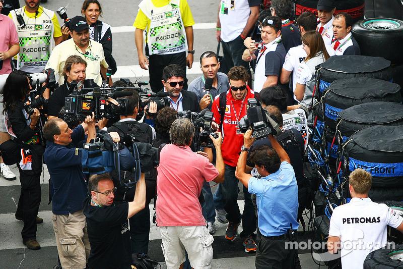 Fernando Alonso, Ferrari arriveert op het circuit