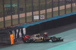 Romain Grosjean, Lotus F1, abandonne après un accident