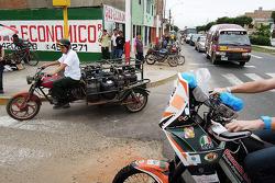 #119 KTM: Mikael Despontin nas ruas de Lima, a caminho da inspeção técnica
