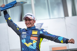 Podyum: Yarış galibi Ferdinand Habsburg, Carlin, Dallara F317 - Volkswagen