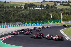 Louis Deletraz, Racing Engineering, Sergio Sette Camara, MP Motorsport, Sean Gelael, Pertamina Arden at the start of the race