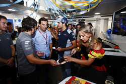 Fernando Alonso, McLaren, celebrates his birthday, Pedro de la Rosa and Carlos Sainz Jr., Scuderia Toro Rosso