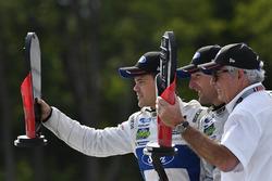GTLM podium: winnaars Dirk Müller, Joey Hand, Chip Ganassi Racing Ford
