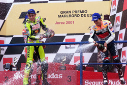 Podium: race winner Valentino Rossi, Honda, third place Alex Criville, Honda