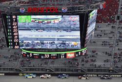 Daniel Hemric, Richard Childress Racing Chevrolet ve Cole Custer, Stewart-Haas Racing Ford