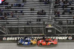 Daniel Suárez, Joe Gibbs Racing Toyota ve Justin Allgaier, JR Motorsports Chevrolet