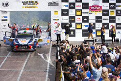 Подиум: Хейден Пэддон и Себастьян Маршалл, Hyundai i20 Coupe WRC, Hyundai Motorsport