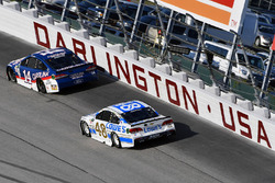 Клинт Боуйер, Stewart-Haas Racing Ford и Джимми Джонсон, Hendrick Motorsports Chevrolet