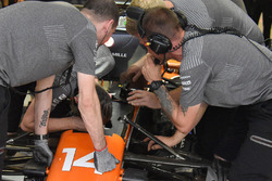Педаль тормоза McLaren MCL32 Фернандо Алонсо