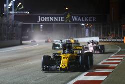 Nico Hulkenberg, Renault Sport F1 Team RS17 leads Sergio Perez, Sahara Force India F1 VJM10 and Valtteri Bottas, Mercedes AMG F1 W08