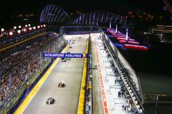 Фелипе Масса, Williams FW40, и Стоффель Вандорн, McLaren MCL32