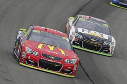 Jamie McMurray, Chip Ganassi Racing Chevrolet and Ryan Newman, Richard Childress Racing Chevrolet