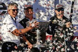 Campeón 2017, Josef Newgarden, Team Penske Chevrolet con Roger Penske