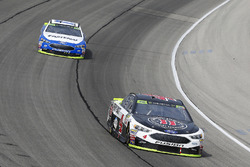 Kevin Harvick, Stewart-Haas Racing Ford, Ricky Stenhouse Jr., Roush Fenway Racing Ford