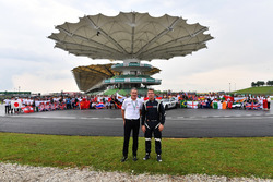 Andrew Denford, F1 in Schools, Bernd Maylander, FIA Safety Car Driver and F1 in Schools group photo