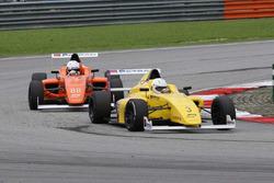 Kane Shepherd di depan Perdana Minang, Race 4