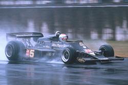 Марко Андретті, Lotus 77 Ford