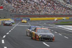 Майкл Макдауэлл, Leavine Family Racing Chevrolet и Эй-Джей Алмендингер, JTG Daugherty Racing Chevrolet