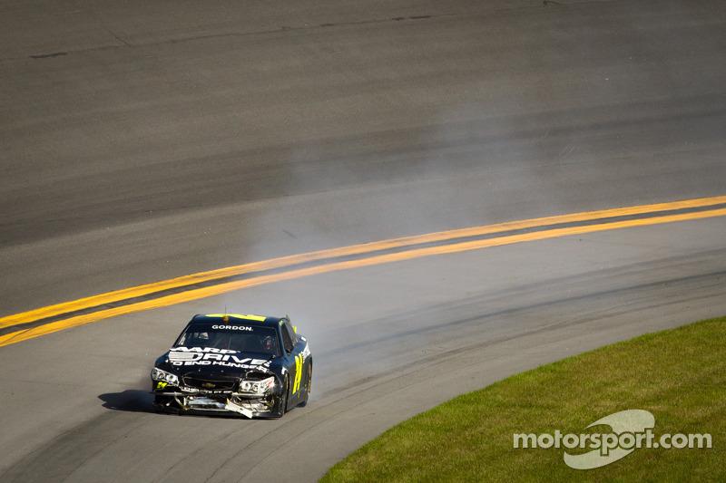 Jeff Gordon, Hendrick Motorsports Chevrolet with damage