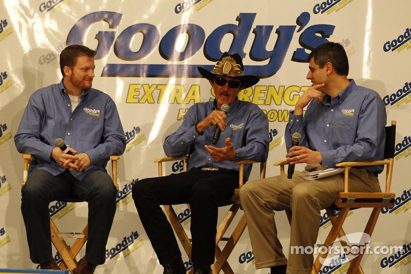 Dale Earnhardt Jr., Hendrick Motorsports Chevrolet en Richard Petty