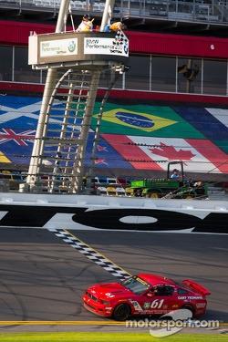 #61 Roush Performance Mustang Boss 302R GT: Billy Johnson, Jack Roush Jr. takes the checkered flag