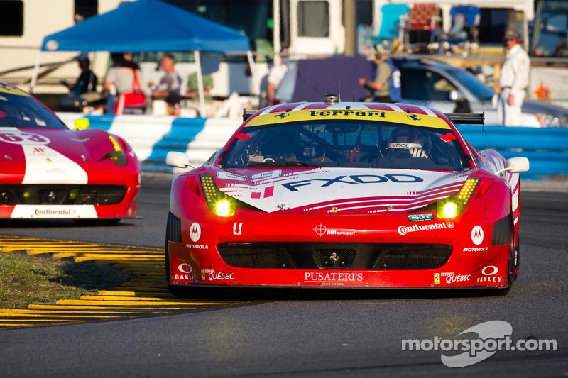 #69 AIM Autosport Team FXDD met Ferrari Ferrari 458: Emil Assentato, Anthony Lazzaro, Nick Longhi, M