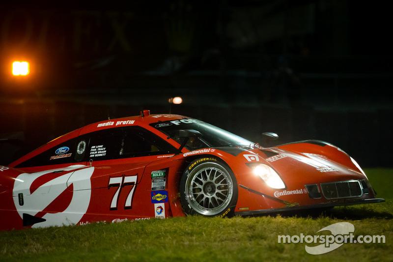 #77 Doran Racing Ford Riley: Jim Lowe, Paul Tracy, Jon Bennet, Colin Braun in de problemen