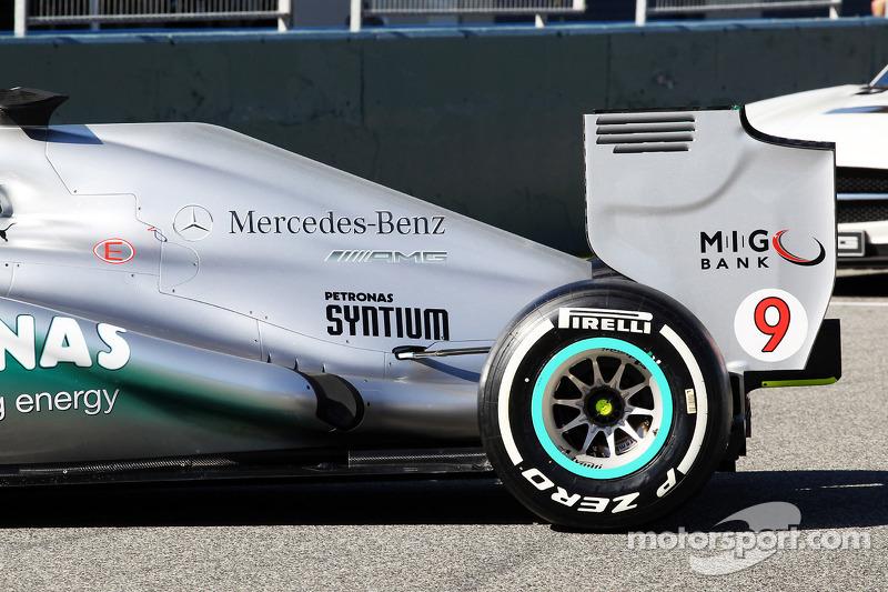 Моторний кожух та заднє крило Mercedes AMG F1
