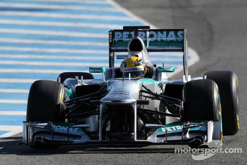 Перший виїзд Льюіса Хемілтона за кермом Mercedes AMG F1 W04