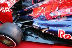 Detalle del esacpe y suspensión trasera del Scuderia Toro Rosso STR8
