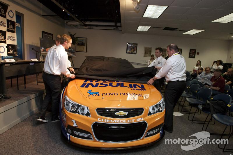 Chip Ganassi, Charlie Kimball en Jamie McMurray onthullen de RacewithInsulin.com livery