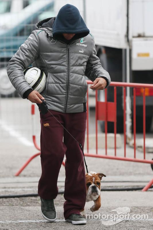 Lewis Hamilton, Mercedes AMG F1 com o seu cachorro Roscoe