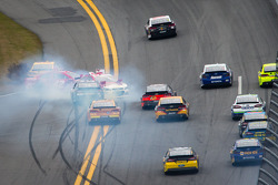Juan Pablo Montoya, Earnhardt Ganassi Racing Chevrolet, Kevin Harvick, Richard Childress Racing Chevrolet and Brad Keselowski, Penske Racing Ford crash