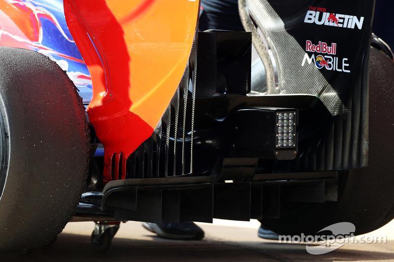 Scuderia Toro Rosso STR8 rear diffuser and rear wing