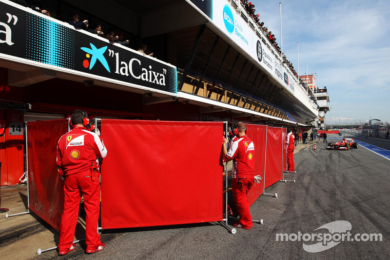 Fernando Alonso, Ferrari F138 pulls in behind red screens in the pits