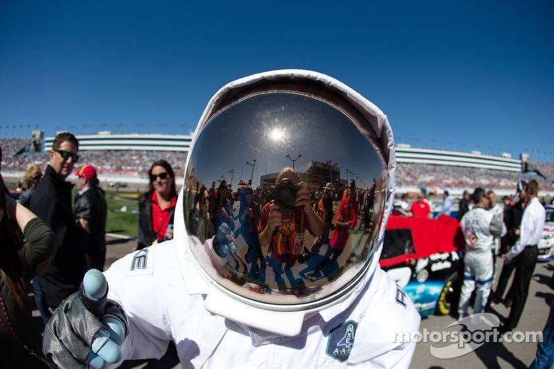 Een astronaut op de grid
