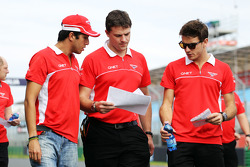 Rodolfo Gonzalez, Marussia F1 Team and Jules Bianchi, Marussia F1 Team walk the circuit