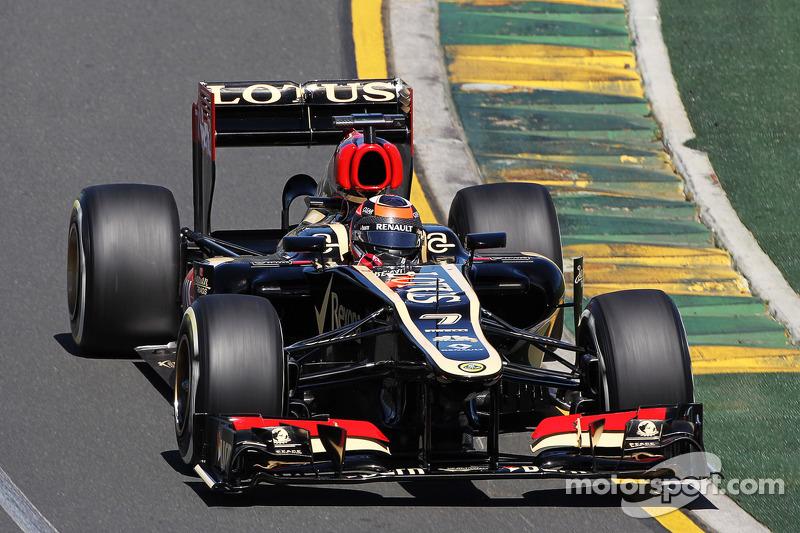 А еще в том сезоне была команда Lotus, которая в наши дни превратилась в заводскую команду Renault. Свой второй год в ее составе проводили Ромен Грожан и Кими Райкконен
