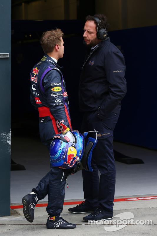 Polesitter Sebastian Vettel, Red Bull Racing met Matteo Bonciani, FIA Media Delegate